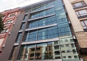 شنبه/////// آسیبهای ریزش نمای شیشهای ساختمانها غیر قابل جبران است