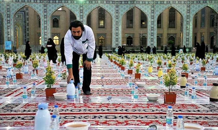 ارزش والای افطاری دادن از نگاه امام صادق (ع) /اعمال و نماز روز یازدهم ماه مبارک رمضان