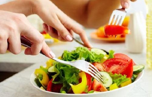 برای داشتن جسمی سالم دور چه رژیم غذایی را باید خط بکشیم؟/به جای چای و آب سرد چه نوشیدنی را جایگزین کنیم؟