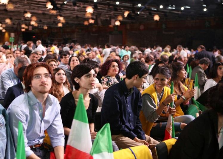 افشاگری گاردین از پشتپرده حضور پرتعداد مهمانان در همایش منافقین در پاریس