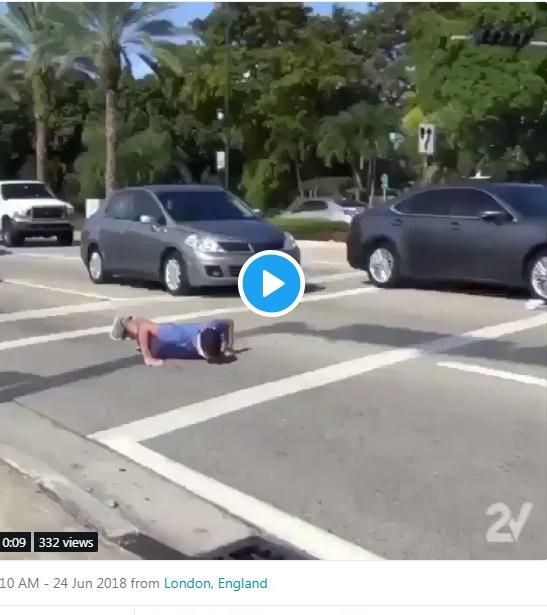 مردی که برای ورزش جان خود را کف دستش می گذارد!+فیلم