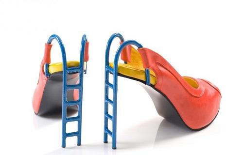////چرا کفشهای پاشنه بلند خطرناک هستند؟/آقا دامادها عروسی گرفتن را فراموش نکنند/ غمگین هستید بستنی بخورید/ راهکاری سنتی برای درمان کبد چرب