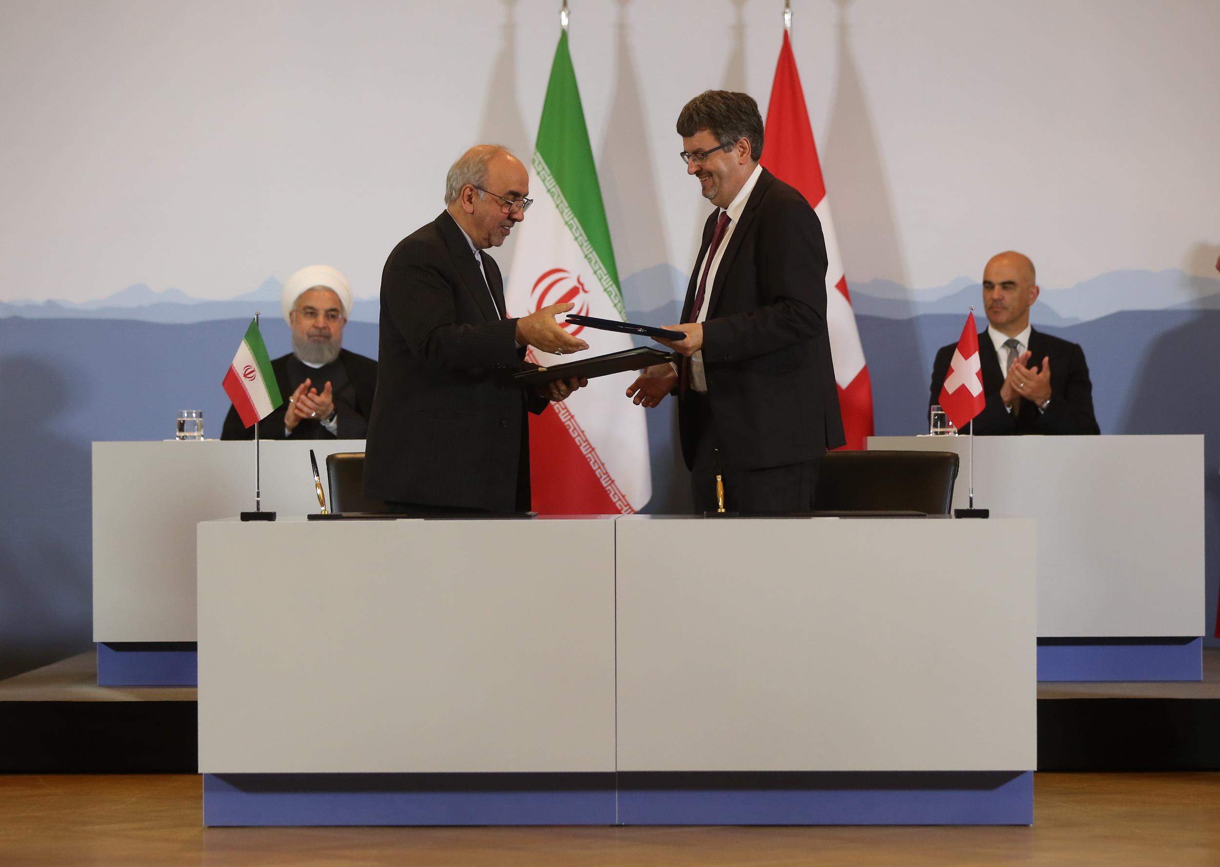 ایران و سوئیس سه سند همکاری علمی، بهداشتی و اقتصادی امضاء کردند