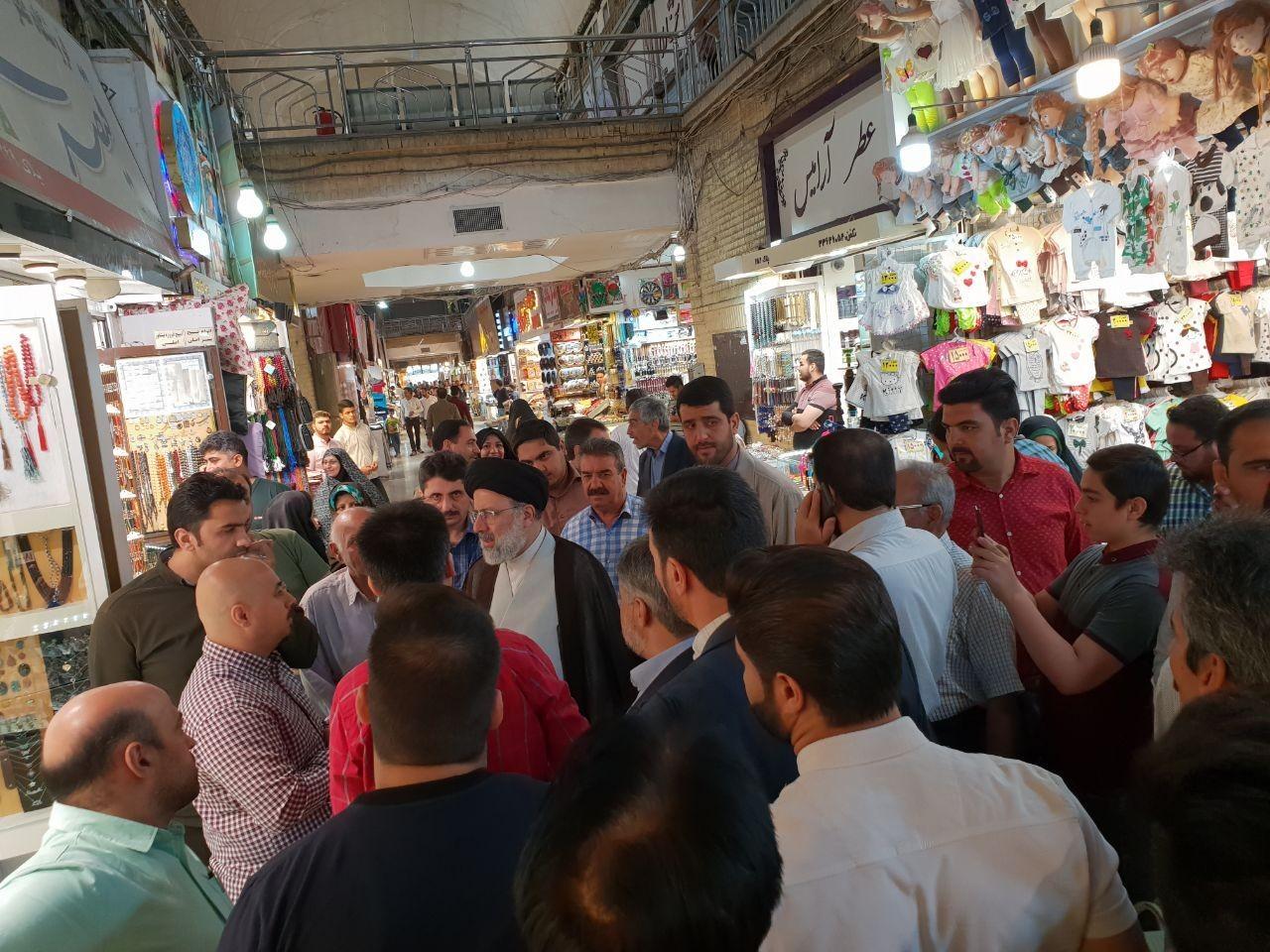 حضور تولیت آستان قدس رضوی در بازار رضا(ع) + عکس