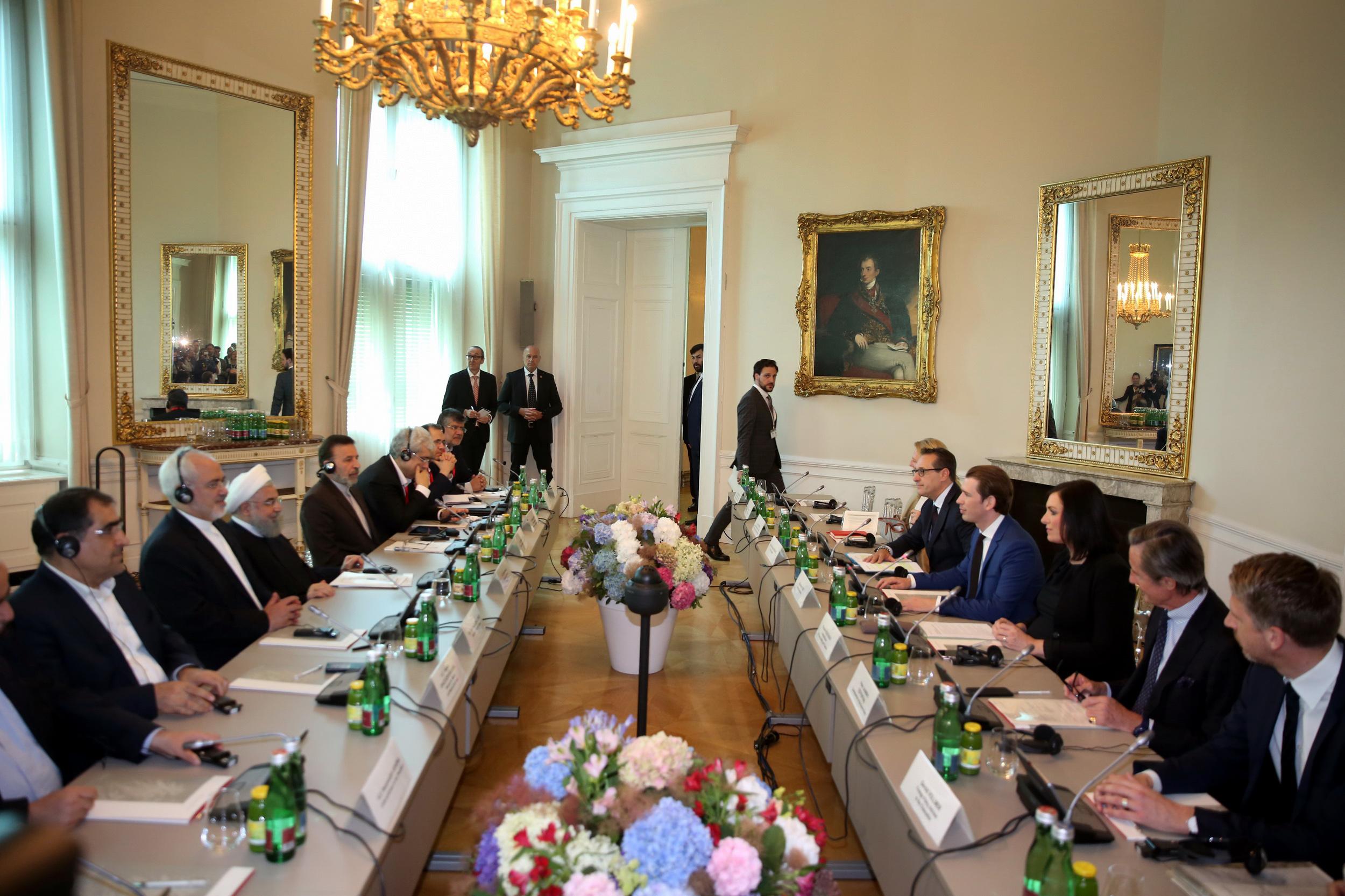 ملت ایران اجازه نمیدهد سیاستهای غلط آمریکا بر روابط تهران با جهان اثر بگذارد/ اروپا با صراحت و برای حفظ هویت خود در برابر یکجانبه گرایی دولت آمریکا بایستند