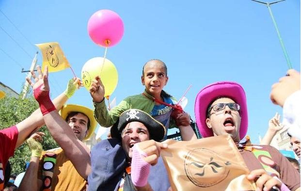 «ساعت به وقت خاکستری» به جشنواره تئاتر خیابانی مریوان راه یافت