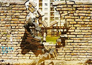 مجروحیت شدید مرد میانسال بر اثر تخریب ناگهان ساختمان + فیلم