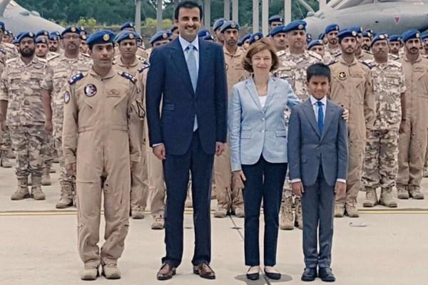 بازدید امیر قطر از یک پایگاه هوایی در فرانسه+ تصاویر