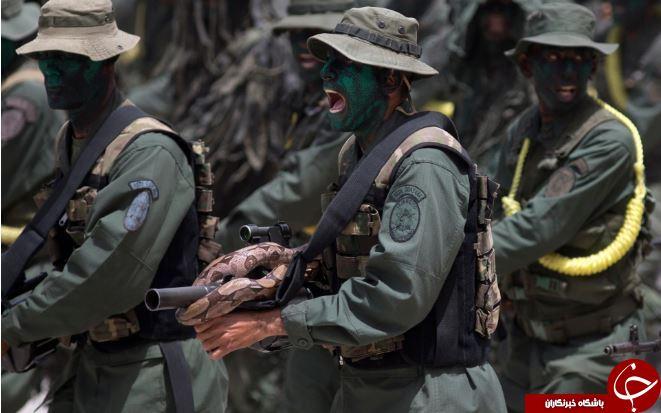 تصاویر روز: از نورپردازی اقیانوس توسط یک پلانکتون نادر تا رژه سربازان ونزوئلایی با مارها