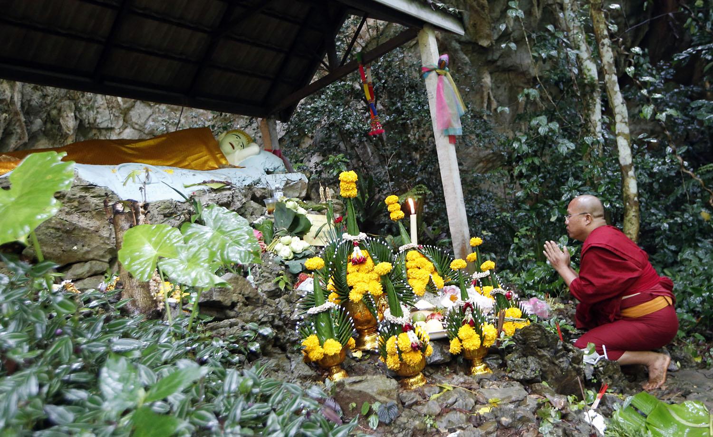 نذورات عجیب تایلندیها برای نجات نوجوانان محبوس در غار+تصاویر