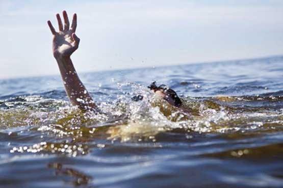 نجات نوجوان 14 ساله از موج های چادگان دریاچه زاینده رود