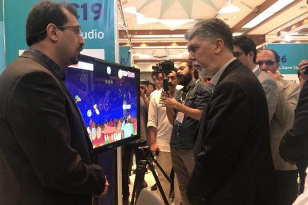 صالحی از نمایشگاه بازیهای رایانهای بازدید کرد