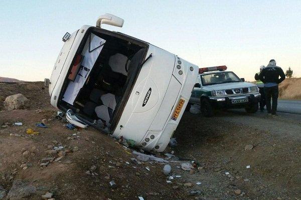 واژگونی اتوبوس در جاده میناب ۹مصدوم داشت/انتقال یک مصدوم به شیراز
