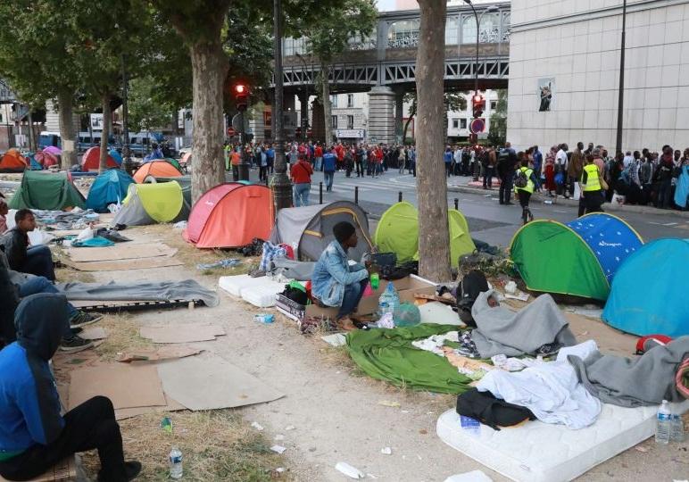 تایید قانون منع تعقیب کمک کنندگان به مهاجران غیر قانونی در فرانسه