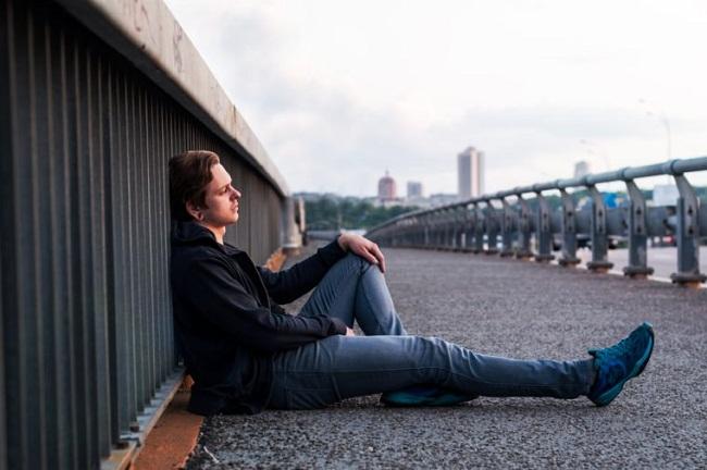 نشانههای هشدار دهنده خودکشی را بشناسید و یک زندگی را نجات دهید