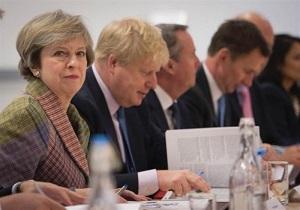تایمز: شماری از وزرای انگلیس در اعتراض به عملکرد ترزا می کنارهگیری میکنند