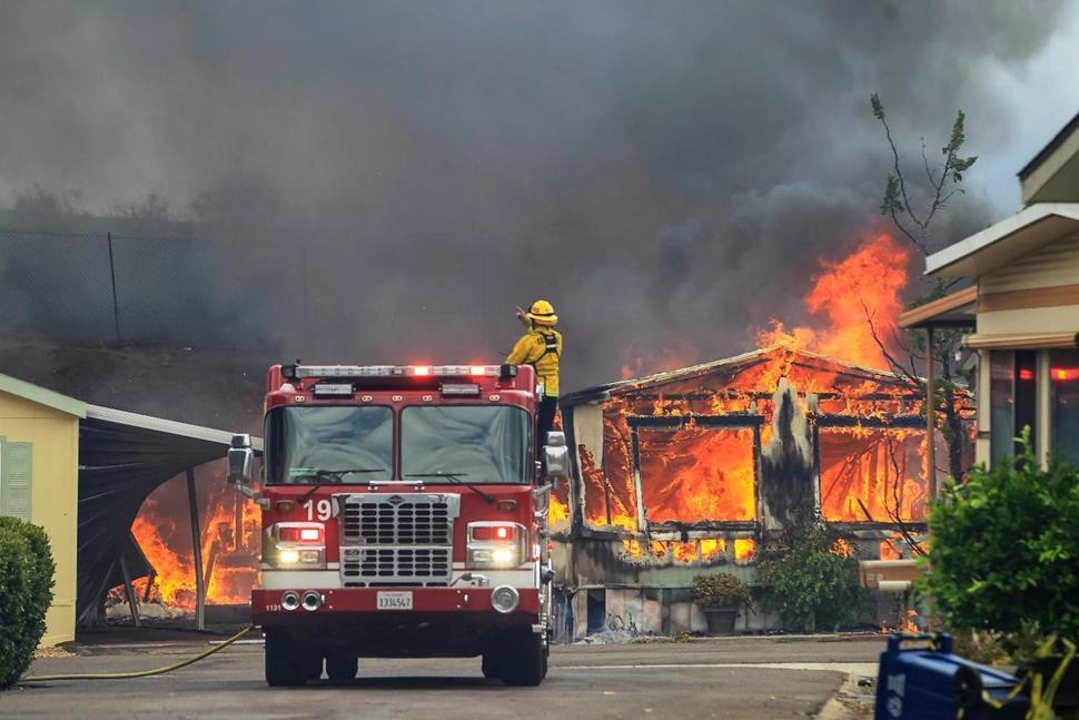 گرمای بیسابقه در غرب آمریکا موجب وقوع آتشسوزی گسترده شد