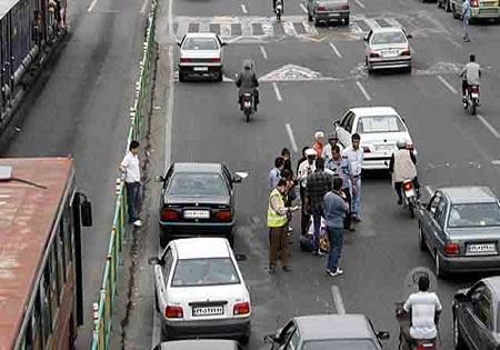 بی احتیاطی جان دو عابر پیاده را گرفت/ عابرین پیاده هیچ عنوان از عرض بزرگراه عبور نکنند