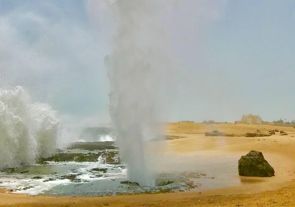 آبفشانهای صخره ای و بینظیر در چابهار + فیلم