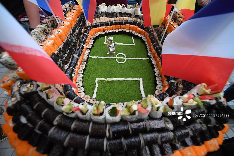 استادیوم ساخته شده از رول سوشی!