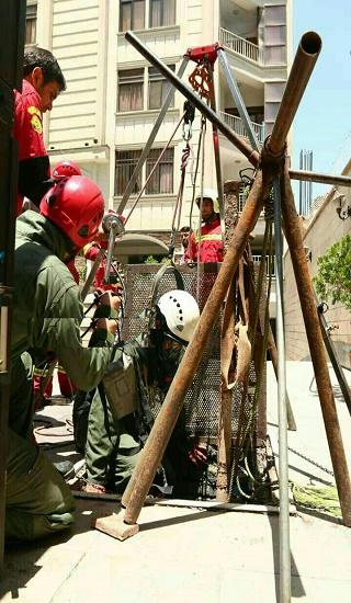 فوت کارگر 30 ساله بر اثر سقوط در چاه + عکس