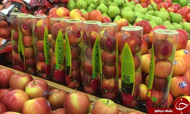 بسته بندی عجیب سیب در ظروف پلاستیکی