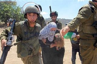 حمله وحشیانه چند سرباز اسرائیلی به زنان فلسطینی + فیلم