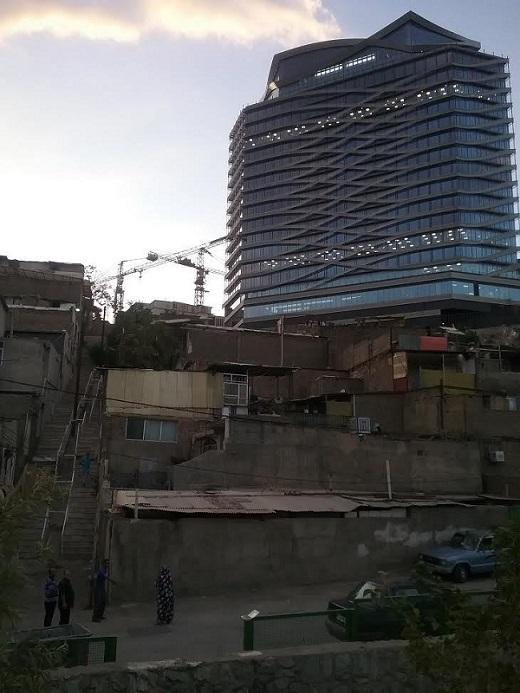 همسایگی کاخ و کوخ در یکی از گرانترین محلات تهران