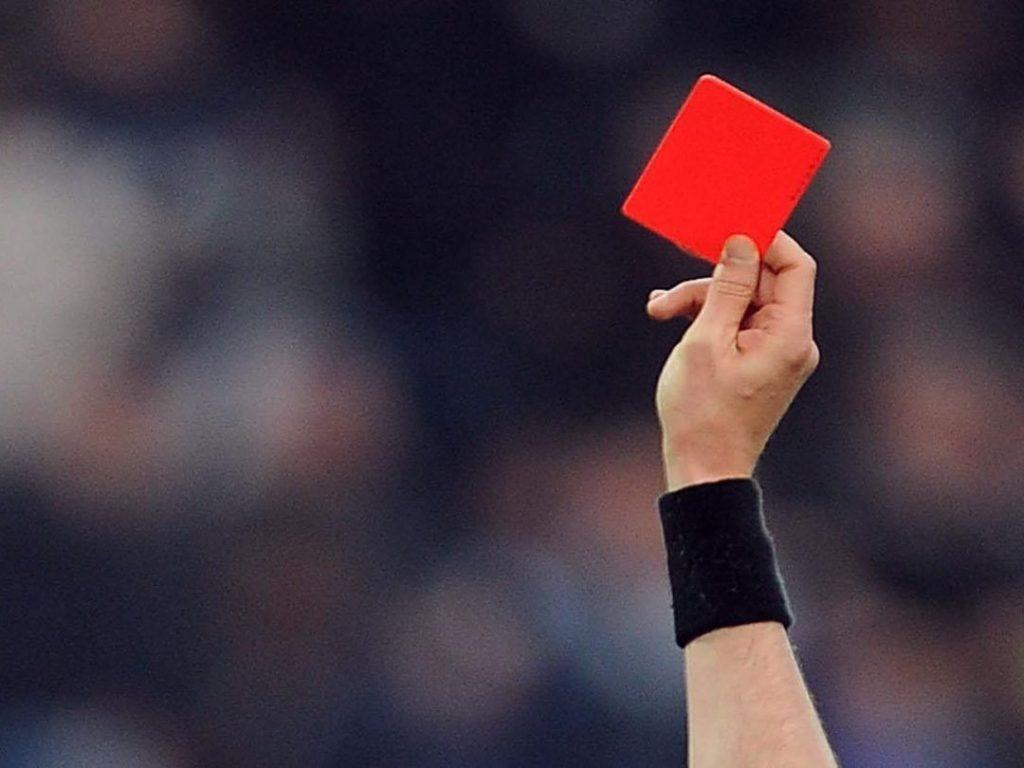 واکنشهای جالب برخی بازکنان به کارت قرمز داور +فیلم