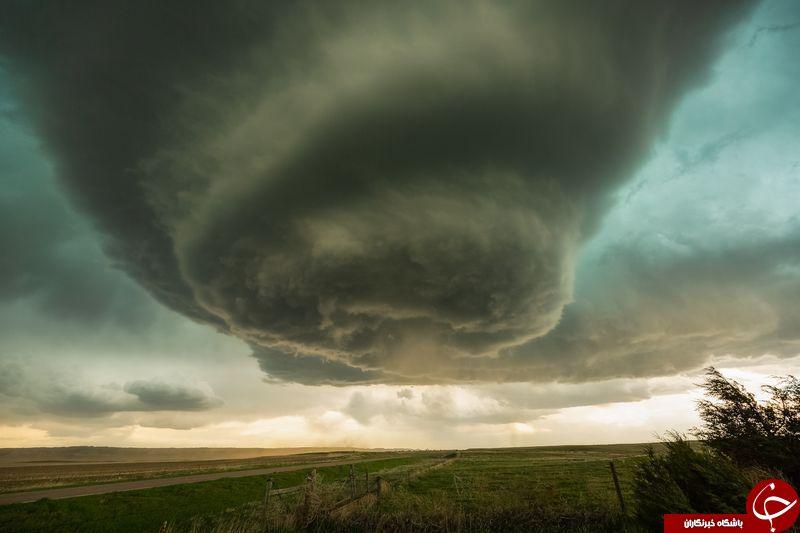 عکس روز نشنال از توفان در چمنزار