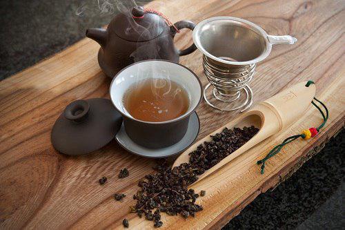 نقش چای در جلوگیری از ذخیرهسازی چربی در کبد و کاهش قند خون