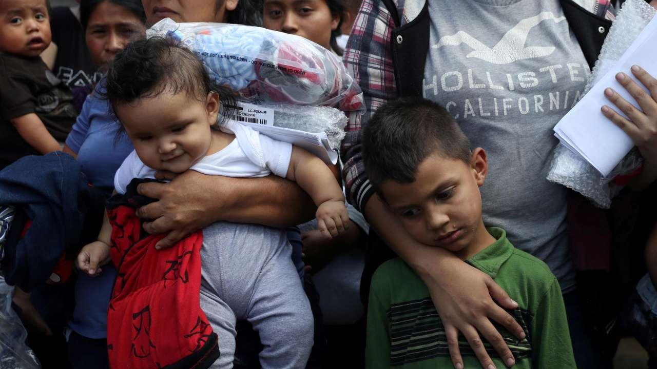 دولت آمریکا: کودکان مهاجر برای بازگشت به آغوش خانواده شان واجد شرایط نیستند!
