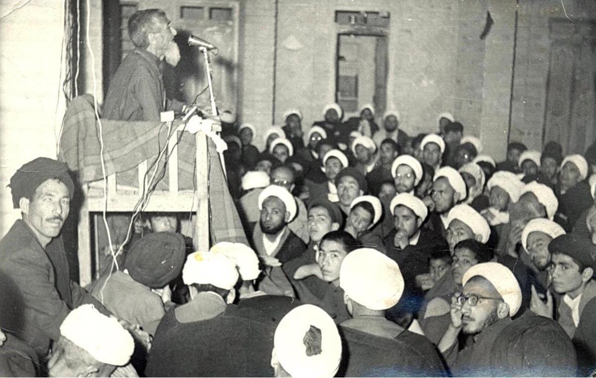 کشف حجاب در ظاهر یک تجدد خواهی اجباری بود، اما حکایتی دیگر داشت/مردم به رهبری علما به صحنه میآمدند