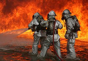 وظیفهشناسی جالب آتشنشانهای کروات میان بازی انگلیس و کرواسی + فیلم