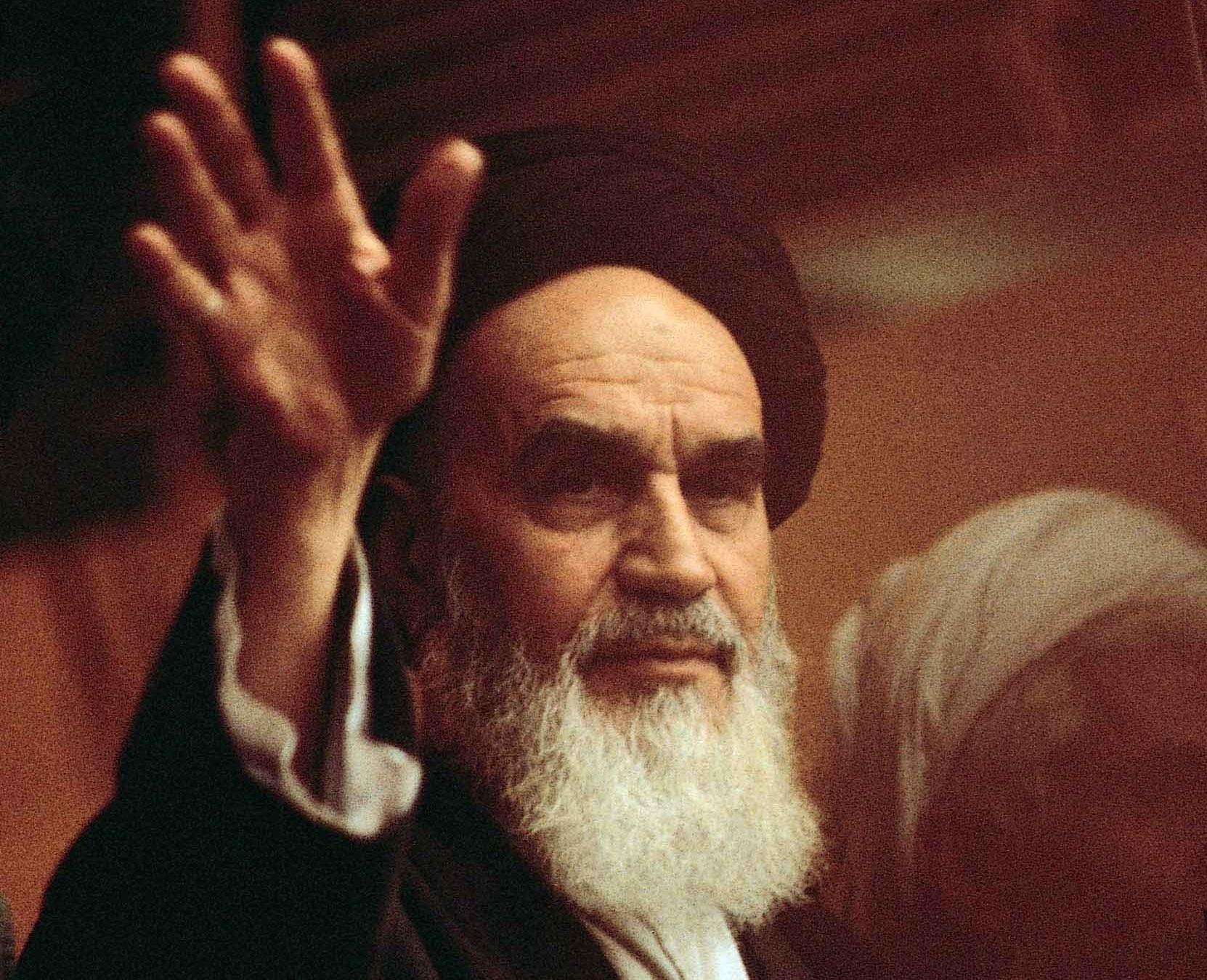 امام خمینی(ره): دولت و رئیس جمهور خدمتگزارند + فیلم