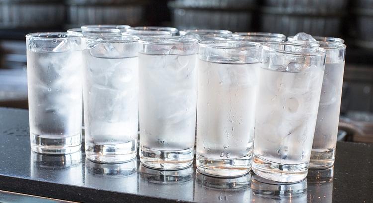 در روزهای گرم تابستان هرگز آب سرد نخورید!