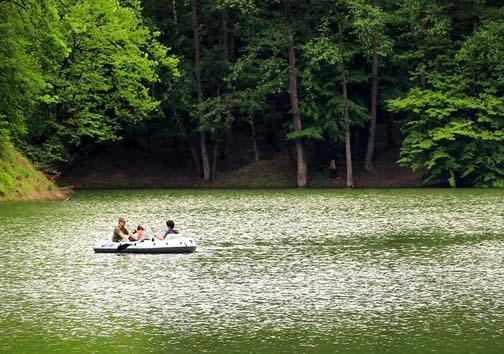 دریاچه ۲.۵ هکتاری چورت مقصد هزاران گردشگر