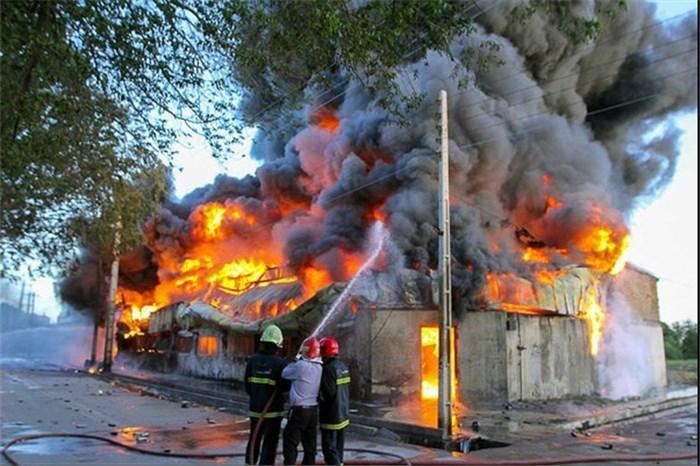 اشتعال تینر در یکی از انبارهای اصفهان/ حادثه ۶ مصدوم برجای گذاشت