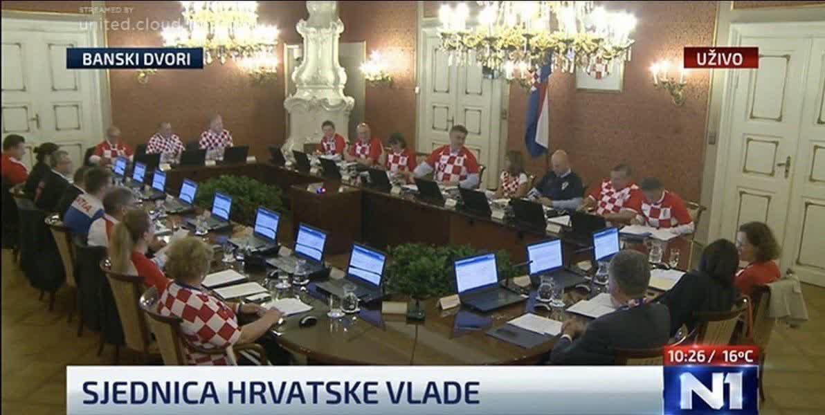 اعضای هیئت دولت کرواسی با پیراهن تیم ملی فوتبال کشورشان در جلسه کابینه حضور یافتند!