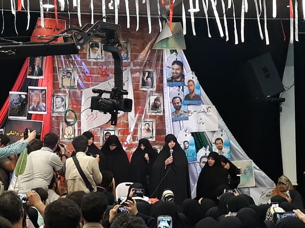 خانواده من محکم و استوار در امتداد راه شهیدان ایستادهاند