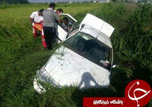 انحراف و واژگونی خودرو در زمین شالیزاری