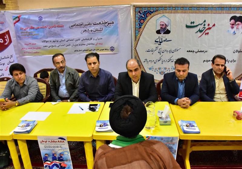 میز خدمت در مصلی جمعه بوشهر و پاسخگوی مدیران اداره تامین اجتماعی