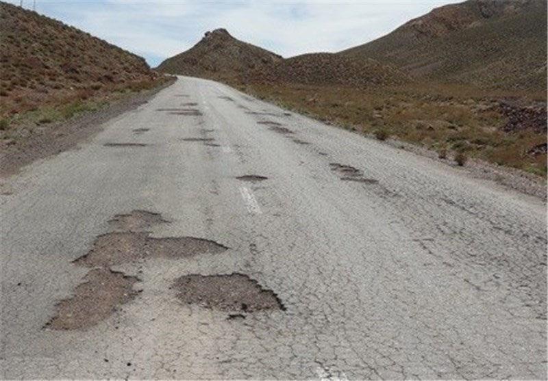 گلایه شهروندان از وضعیت نامناسب جاده در سیرجان + فیلم