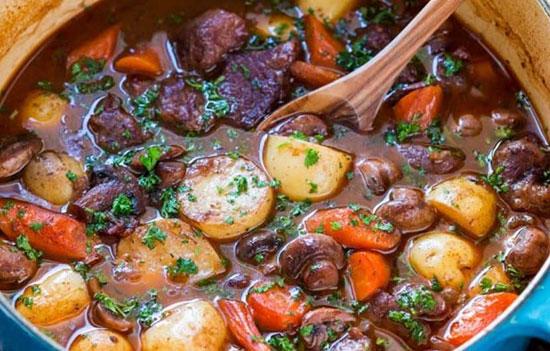 طرز پخت خورش گوشت بره و سبزیجات در فر