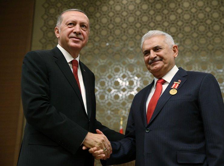 اردوغان به پاس قدردانی از ییلدیریم به او مدال افتخار داد+ عکس