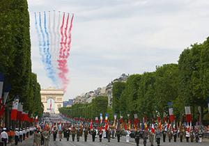 اشتباه هواپیماهای فرانسوی در ترسیم پرچم این کشور در آسمان + فیلم