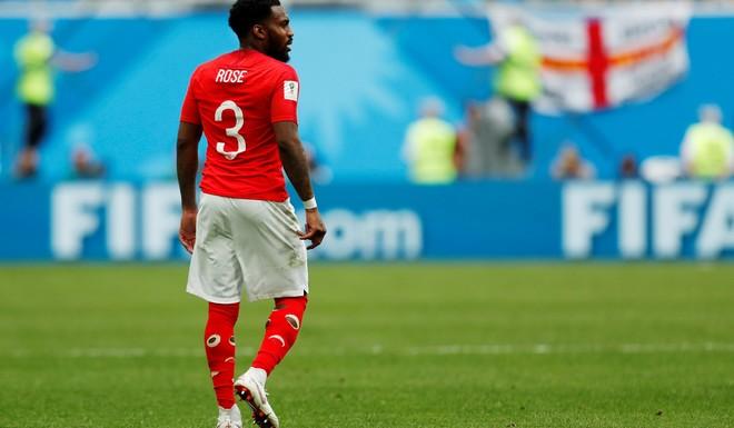 جوراب های سوراخ بازیکن مشهور در جام جهانی+عکس