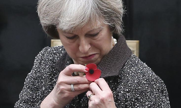 راز  وسیله مرموز روی دست نخست وزیر انگلیس چیست؟+عکس