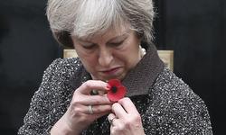 راز شیء مرموز روی دست نخست وزیر انگلیس چیست؟ +عکس