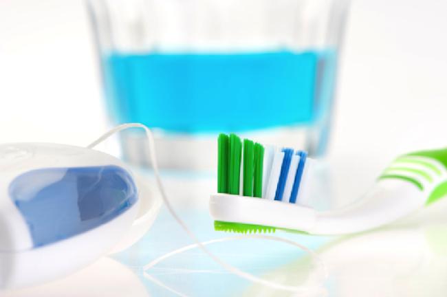 ۶ راهکار ساده برای آنکه دندانهایی سفید داشته باشید
